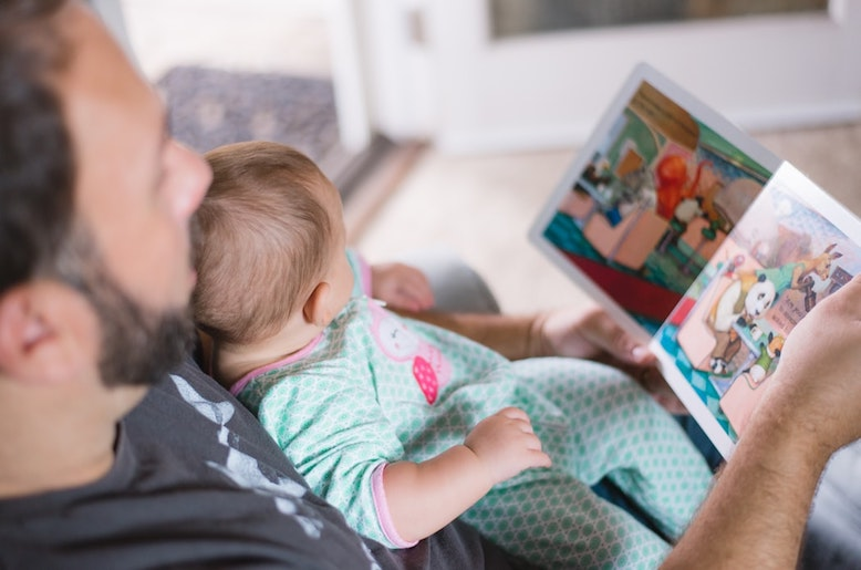 dad-reading-to-young-child